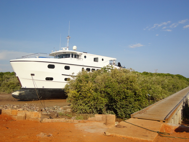 Charter vessel at low tide, Streeters Jetty where luggers once used to tie up